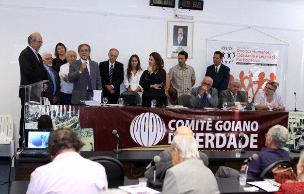 Comissão da Verdade realiza audiências com a sociedade civil e comissões estaduais da verdade em Goiás, Brasília, Rio e Recife.